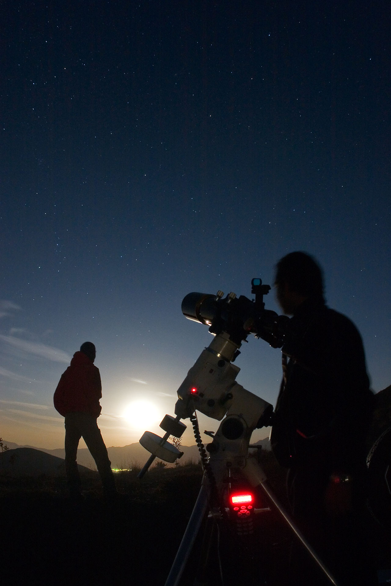 For 100 hours, from 2 to 5 April 2009, amateur astronomers, ...